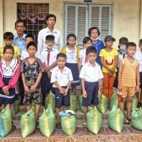 Distribution mensuelle d'un sac de 10 Kg de riz